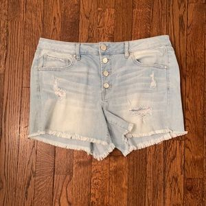 Like new! Refuge Sz 10 Distressed Buttonfly Shorts